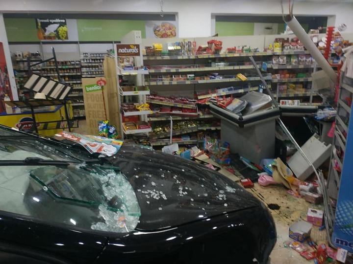 Εικόνες σοκ στη Ρόδο: Οδηγός έχασε τον έλεγχο και μπούκαρε σε σούπερ μάρκετ (εικόνες)
