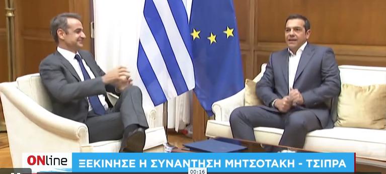 """Ο διάλογος Μητσοτάκη Τσίπρα στις κάμερες – """"Έχουμε θέματα πολλά σήμερα"""" (vid)"""