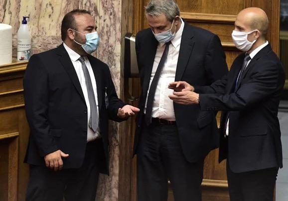 Βουλή: Υποχρεωτική χρήση μάσκας μόνο όταν…