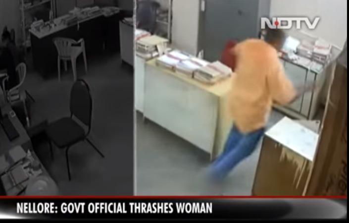 Υπάλληλος ξυλοκόπησε γυναίκα συνάδελφό του επειδή του ζήτησε να φορέσει μάσκα (vid)