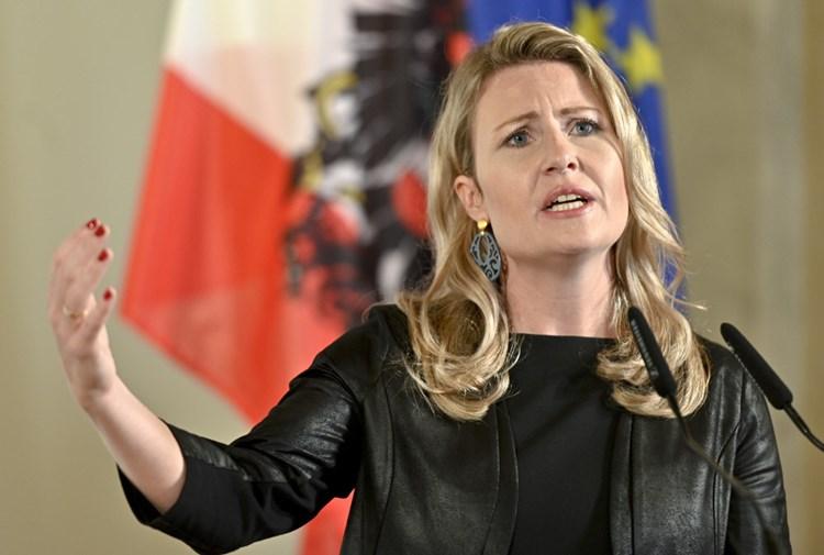Η Αυστριακή υπουργός Ενσωμάτωσης κατηγορεί τον Ερντογάν ότι εκμεταλλεύεται την Αγία Σοφία για πολιτικούς σκοπούς