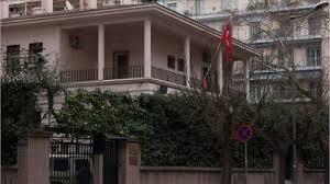 57χρονος πέταξε μπογιά στο τουρκικό προξενείο και συνελήφθη