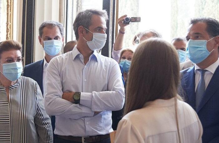 Γιατί ο πρωθυπουργός αναγκάστηκε να (ξανα)φορέσει μάσκα- Προβληματισμός για δεύτερο πρόωρο κύμα της πανδημίας (pics)