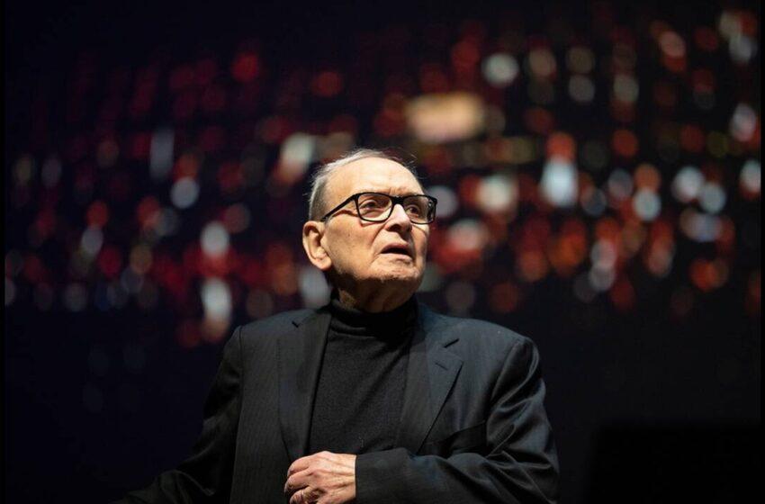 """Πέθανε ο Ένιο Μορικόνε- Ο συνθέτης που """"έντυσε"""" εμβληματικές ταινίες"""