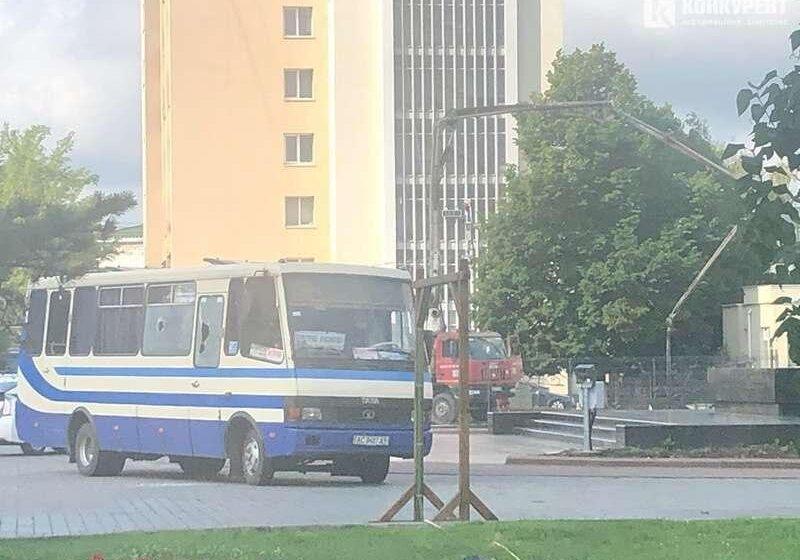 Κατάσταση ομηρίας στην Ουκρανία – Το λεωφορείο με τους 20 ομήρους (εικόνες)