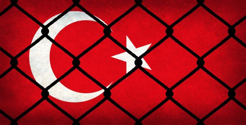 """Ο Ερντογάν """"φιμώνει"""" την ελευθερία έκφρασης σε facebook – twitter"""