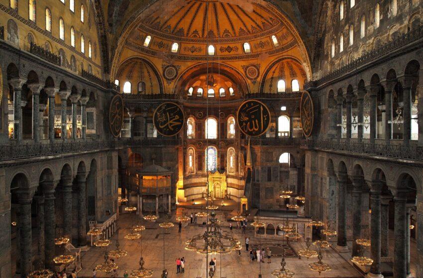 Χυδαία ανάρτηση τούρκου ιστορικού για την Αγιά Σοφιά: Γίνεται πόρνες μέσα στο τζαμί;