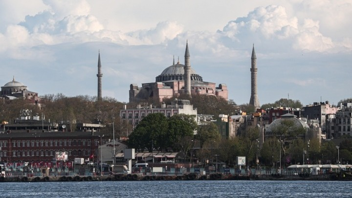 Άλλαξε η ταμπέλα της Αγίας Σοφίας – Γράφει μεγάλο τζαμί (εικόνα)