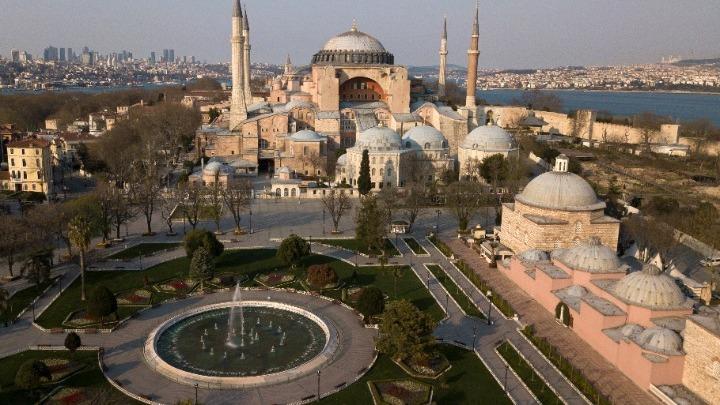 Διπλωματικές πηγές: Ικανοποίηση για την απόφαση της Unesco σχετικά με τη μετατροπή της Αγίας Σοφίας σε τζαμί