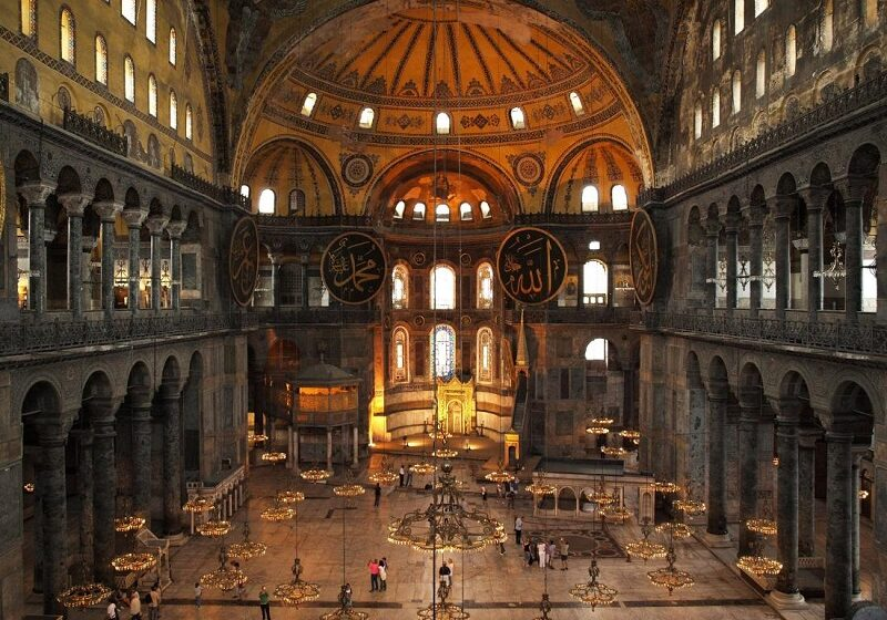 Αγία Σοφία: Οι πρώτες εικόνες με τα πετρόλ χαλιά που έστρωσε ο Ερντογάν