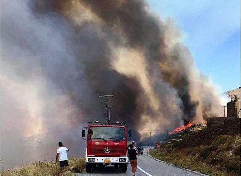 Άνδρος: Καλύτερη η εικόνα της πυρκαγιάς στο Κόρθι