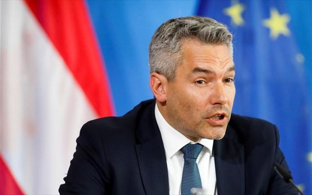 Ο Αυστριακός υπ. Εσωτερικών υποψιάζεται επιρροή της Τουρκίας στις συγκρούσεις στη Βιέννη