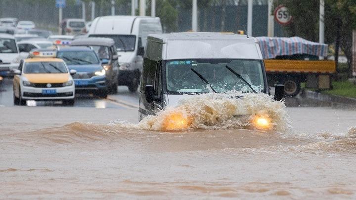 Τουλάχιστον 140 νεκροί ή αγνοούμενοι από πλημμύρες στην Κίνα