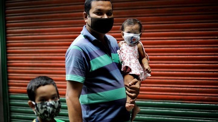 Κοροναϊός: Πιθανότερη η μόλυνση εντός της ίδιας οικογένειας παρά από επαφές εκτός σπιτιού