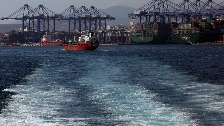 Δεκαέξι ναυτικοί σε δεξαμενόπλοιο ανοιχτά του Πειραιά, θετικοί στον κοροναϊό – Το πλήρωμα σε καραντίνα