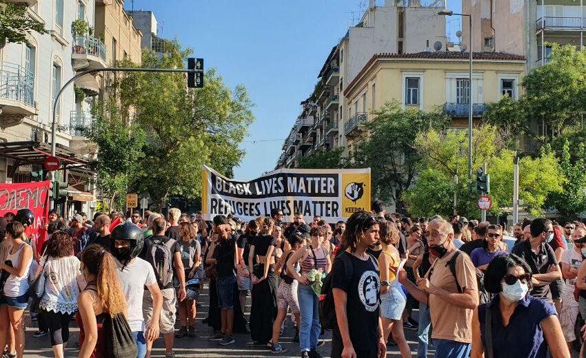 Δυναμικό αντιρατσιστικό μήνυμα από την πλατεία Βικτωρίας – Στη συγκέντρωση των ακροδεξιών Κασιδιάρης-Μπογδάνος