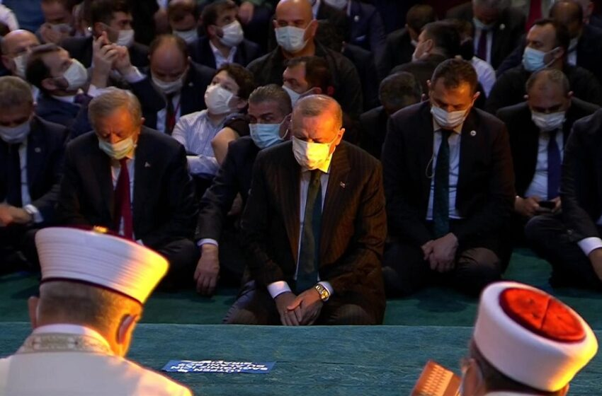 Η Αγιά Σοφιά επίσημα τζαμί: Το σόου Ερντογάν με… ξίφη και νεοοθωμανισμούς (vid)
