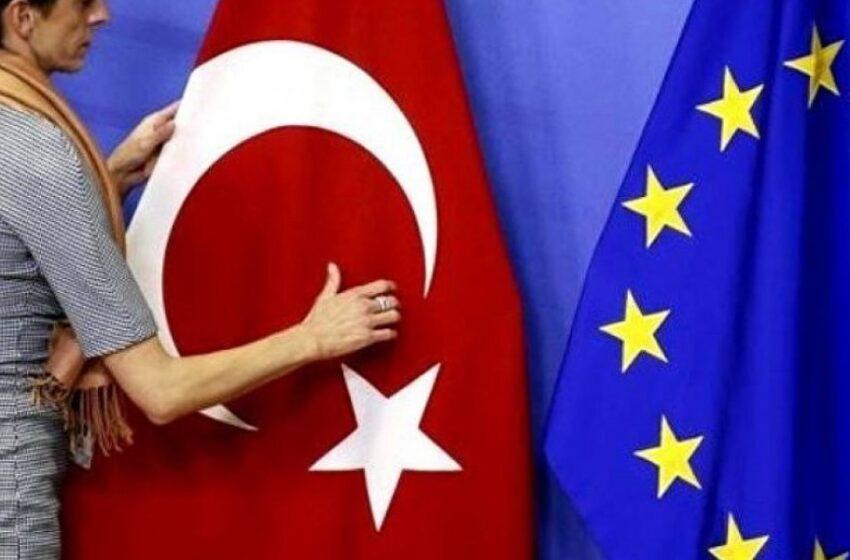 Politico: Η Ε.Ε. δεν μπορεί να παίζει σε διπλό ταμπλό με την Τουρκία