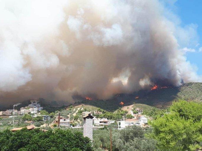 Μπλακ άουτ σε Αίγινα και Αγκίστρι λόγω της φωτιάς στα Μέθανα