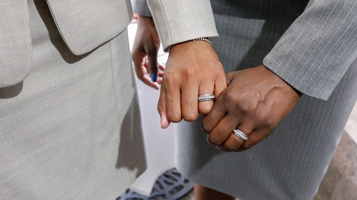 Ρωσία: Νομοσχέδιο για την απαγόρευση γάμων μεταξύ ατόμων του ιδίου φύλου