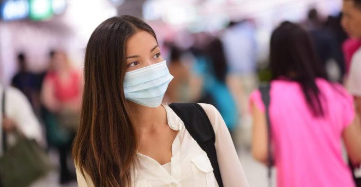 Οι λοιμωξιολόγοι ζητούν χρήση μάσκας και σε εξωτερικούς χώρους