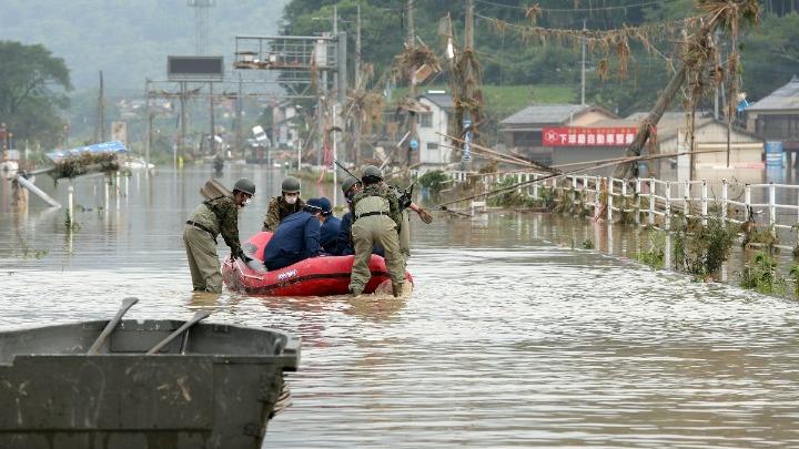 Ιαπωνία: Τουλάχιστον 16 νεκροί από καταρρακτώδεις βροχές
