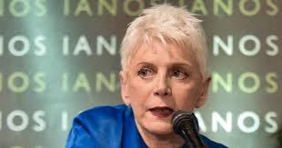Ελένα Ακρίτα: Μήπως ο Βαξεβάνης να αναδείξει τους εντυπωσιακούς κοιλιακούς της Μαρέβας για να τον αφήσουν ήσυχο;