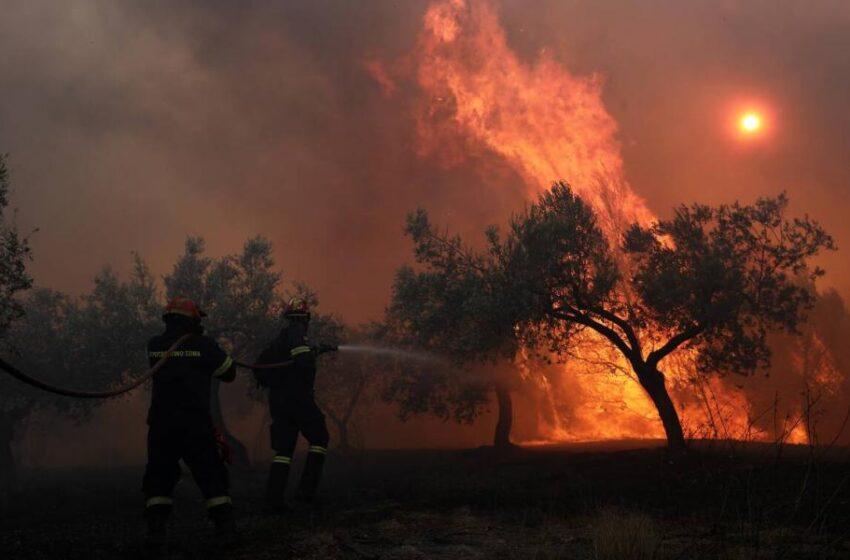 Φωτιά Κορινθία: Συγκρατημένη αισιοδοξία, καλύτερη η εικόνα, πρόβλημα με τις αναζωπυρώσεις