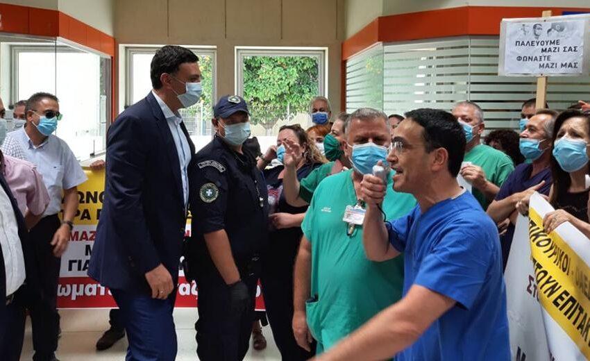Μετά τον Θεοχάρη, τα άκουσε και ο Κικίλιας στην Κρήτη από τους εργαζόμενους στο ΠΑΓΝΗ (εικόνες)