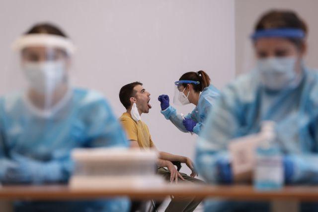 Αυστηρή προειδοποίηση ΠΟΥ για τους νέους: Δεν είναι άτρωτοι, μπορεί να μολυνθούν, να πεθάνουν