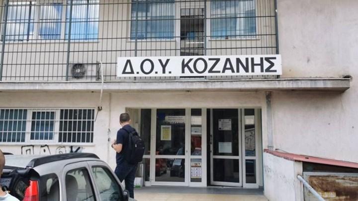 """Συγκλονίζει ο διευθυντής της ΔΟΥ Κοζάνης για την επίθεση με το τσεκούρι: """"Από ένστικτο όρμηξα κατά πάνω του"""""""