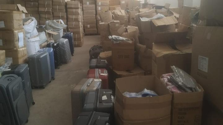 """Θα γέμιζαν την αγορά με μαϊμού προϊόντα – Κατασχέθηκαν 2.500 """"κομμάτια"""" στο Περιστέρι"""