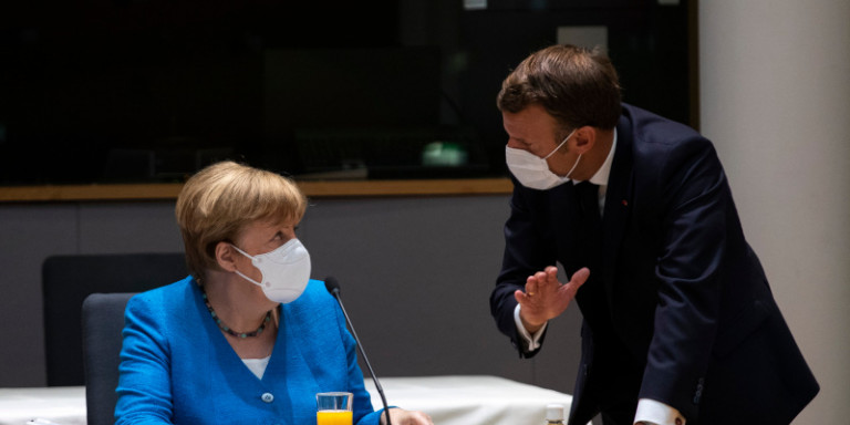 Politico: Πιέζει για συμφωνία ο Μακρόν- Ζήτησε να του ετοιμάσουν το αεροπλάνο…