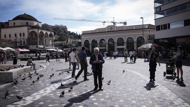 Φωτογραφίζονται γυμνές επί πληρωμή σε κεντρικά σημεία της Αθήνας