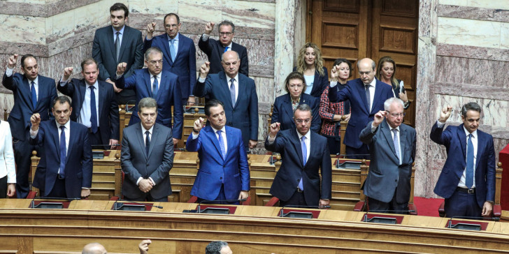 Ανασχηματισμός ξανά στο τραπέζι: Κάποιοι αποχαιρετούν και κάποιοι ράβουν κοστούμια