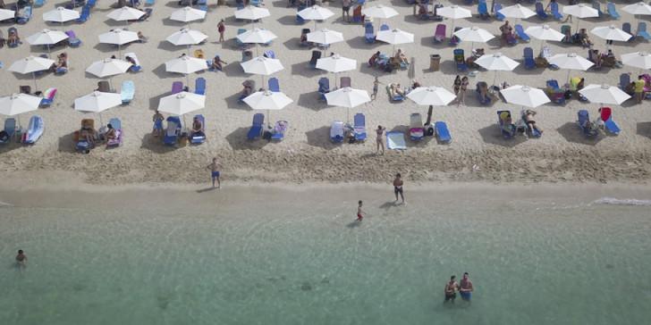 """Ολοταχώς για τουριστικό """"ναυάγιο""""- Πρόβλεψη: Στο 20-25% των περυσινών τα φετινά έσοδα"""