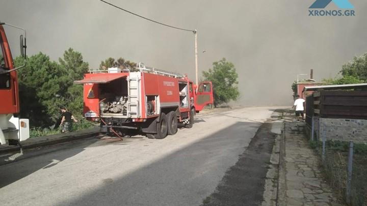 Πυρκαγιά στη Ροδόπη: Εκκενώνεται οικισμός λόγω φωτιάς – Οι φλόγες έχουν φτάσει τα σπίτια (vid)