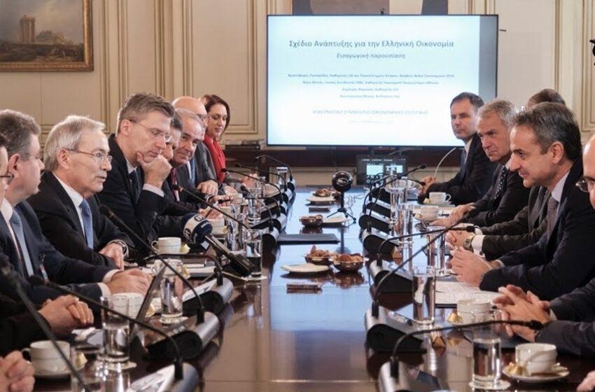 """Στο τραπέζι το """"πακέτο"""" Πισσαρίδη- Τι συζητούν ο πρωθυπουργός με τον νομπελίστα"""