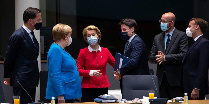 """Θρίλερ διαπραγματεύσεων  στις Βρυξέλλες- Νέες υποχωρήσεις Μισέλ για να πεισθούν οι """"φειδωλοί"""""""