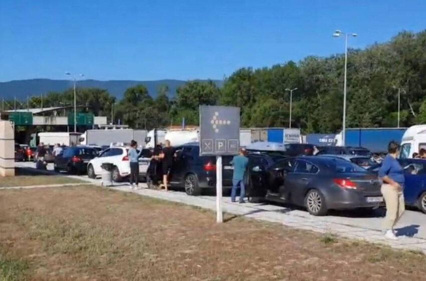 Χάος στα σύνορα- Επέτρεψαν την είσοδο Σέρβων τουριστών παρά την απαγόρευση