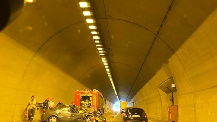Σοβαρό τροχαίο μέσα σε τούνελ στην Εγνατία Οδό – Αυτοκίνητο συγκρούστηκε με φορτηγό (εικόνα)