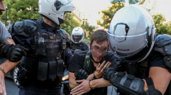 """Απόφαση – """"μνημείο"""" για τους συλληφθέντες της ΑΣΟΕΕ: Απαγόρευση κυκλοφορίας στα Εξάρχεια (!) και συμμετοχής σε διαδηλώσεις"""