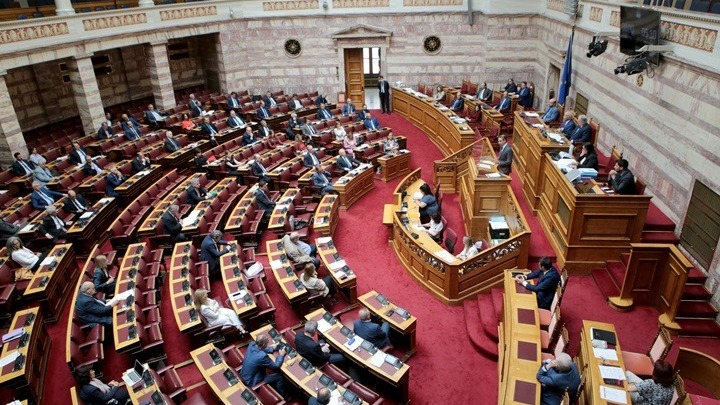 Το βράδυ η ψήφιση του νομοσχεδίου για τις δημόσιες συναθροίσεις – Αντιπαραθέσεις στη Βουλή