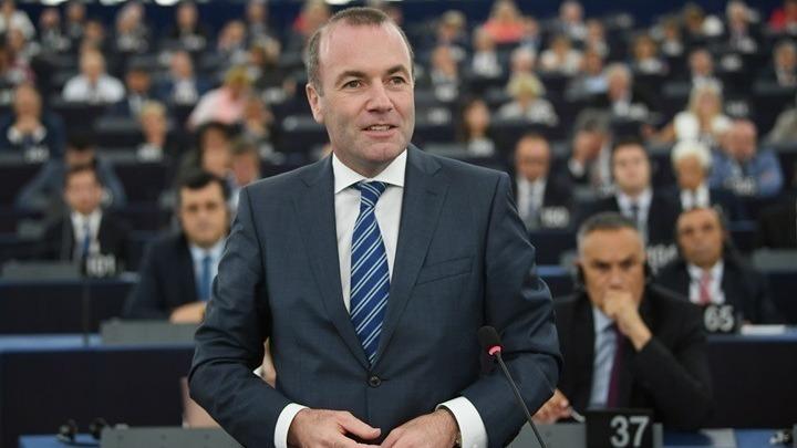 Mάνφρεντ Βέμπερ: Δεν μπορούμε να αφήσουμε την Ελλάδα και την Κύπρο μόνες τους