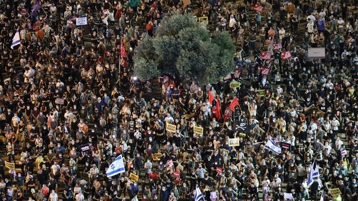 Χιλιάδες άνθρωποι στους δρόμους του Τελ Αβίβ κατά των κυβερνητικών χειρισμών στην πανδημία