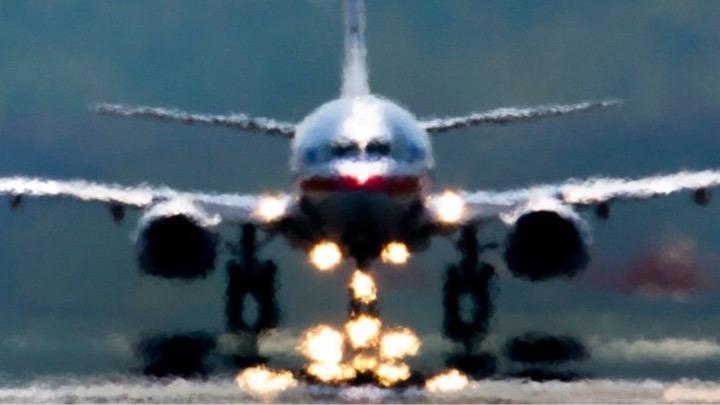 Οι Βρετανοί…ξανάρχονται- Άρχισαν οι απευθείας πτήσεις, ενώ οι επιστήμονες φοβούνται έξαρση της πανδημίας από τα εισαγόμενα κρούσματα