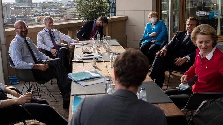 Σύνοδος Κορυφής: Σε εξέλιξη οι διαπραγματεύσεις των 27 ηγετών της ΕΕ