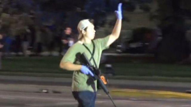 """ΗΠΑ: Σε """"αυτοάμυνα"""" ο 17χρονος που σκότωσε δύο διαδηλωτές, δήλωσε ο δικηγόρος του"""