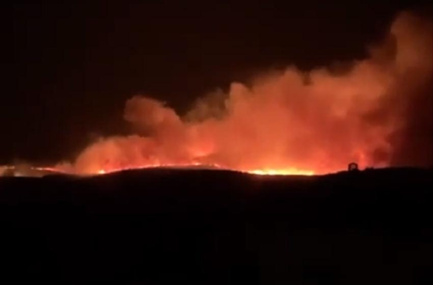 Το Τσεσμέ στις φλόγες – Εικόνες χάους (vid)