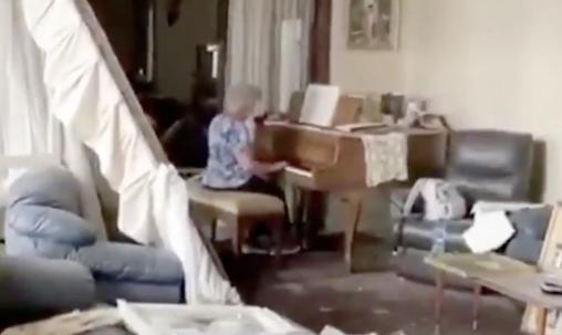 Βηρυτός: Συγκλονιστικό βίντεο με ηλικιωμένη που παίζει πιάνο στο κατεστραμμένο σπίτι της